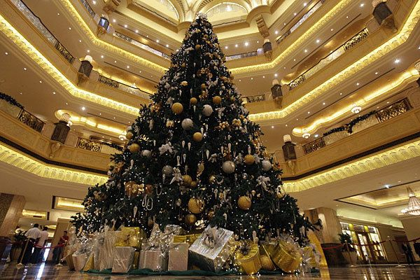 World S Most Expensive Items Made Of Gold Emirates Palace Christmas Tree With Images Gold Christmas Tree Gold Christmas Tree Decorations Unusual Christmas Trees