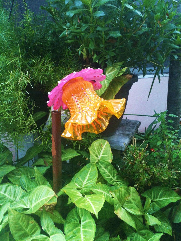 Garden Decor Glass Plate Flower For Your Winter and Spring Garden in ...