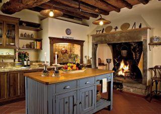 Rustic Kitchen by Spectrum Interior Design and Marco Vidotto in La Convertoie, Italy