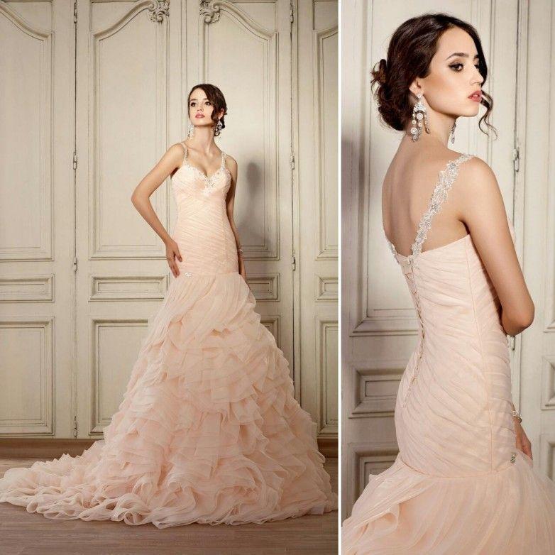 art. 1738 Schickes Hochzeitskleid mit schönen Tregarn. Die ...