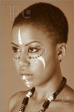 Picture Of Indigenous Afro American Woman In Tribal Facepaint Wallpaper.  Maquillage