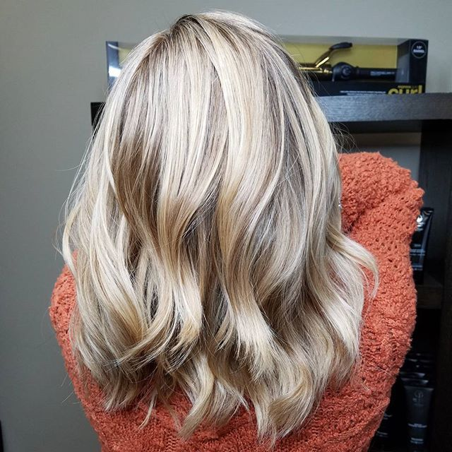 Soft Dimensional Blonde With Babylights Roots Paul Mitchell The