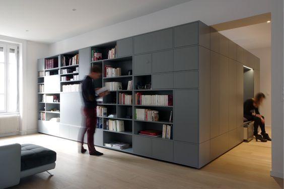 r novation d 39 un appartement contemporain lyon avec un meuble central sur mesure gris dank. Black Bedroom Furniture Sets. Home Design Ideas