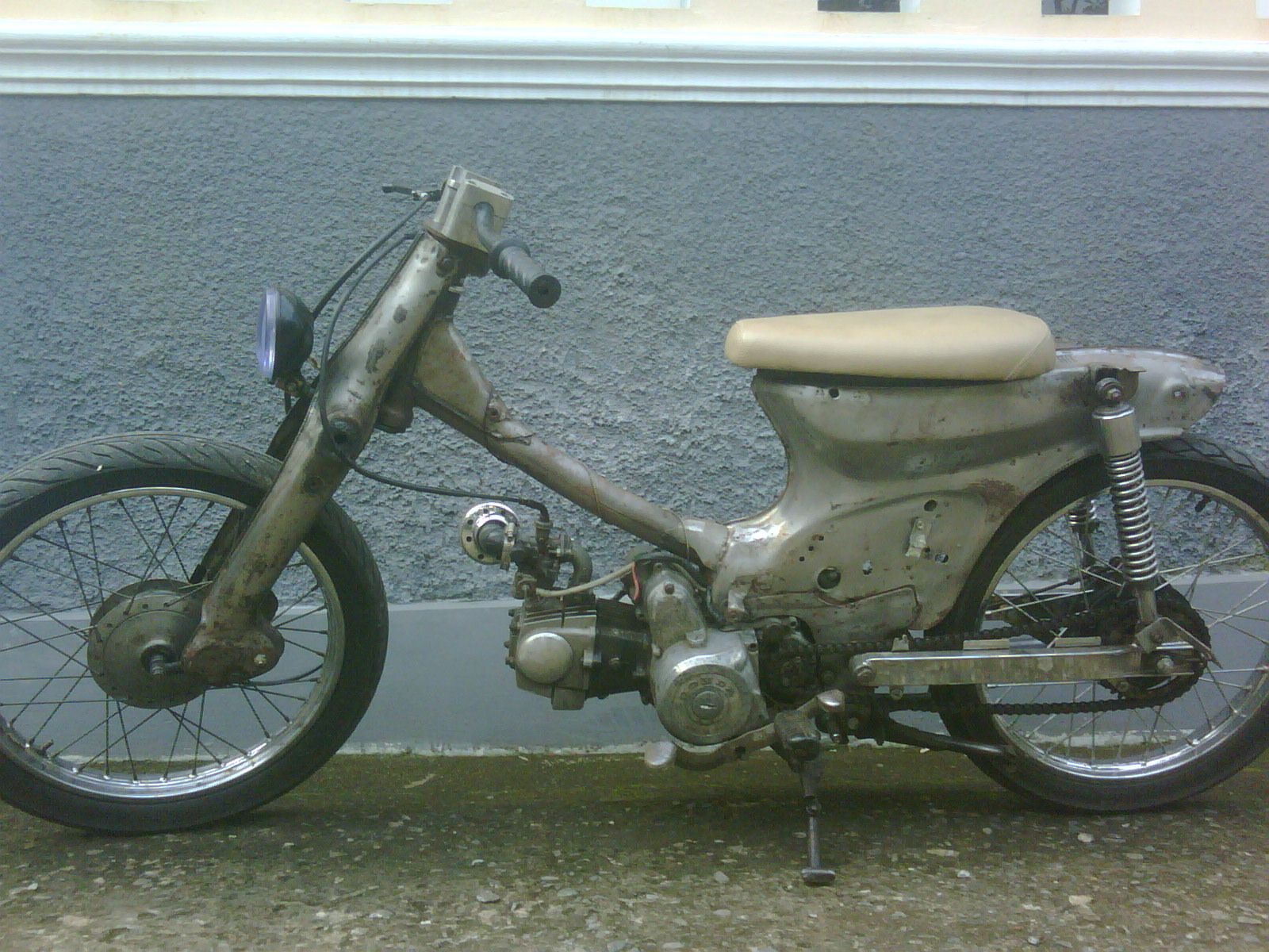 my old 86\' Honda cub 800, I have modified the front suspension rake ...