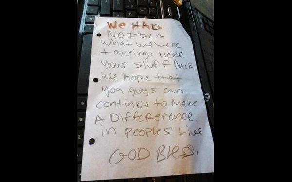 Ladrones devuelven computadoras robadas y dejan nota de disculpas