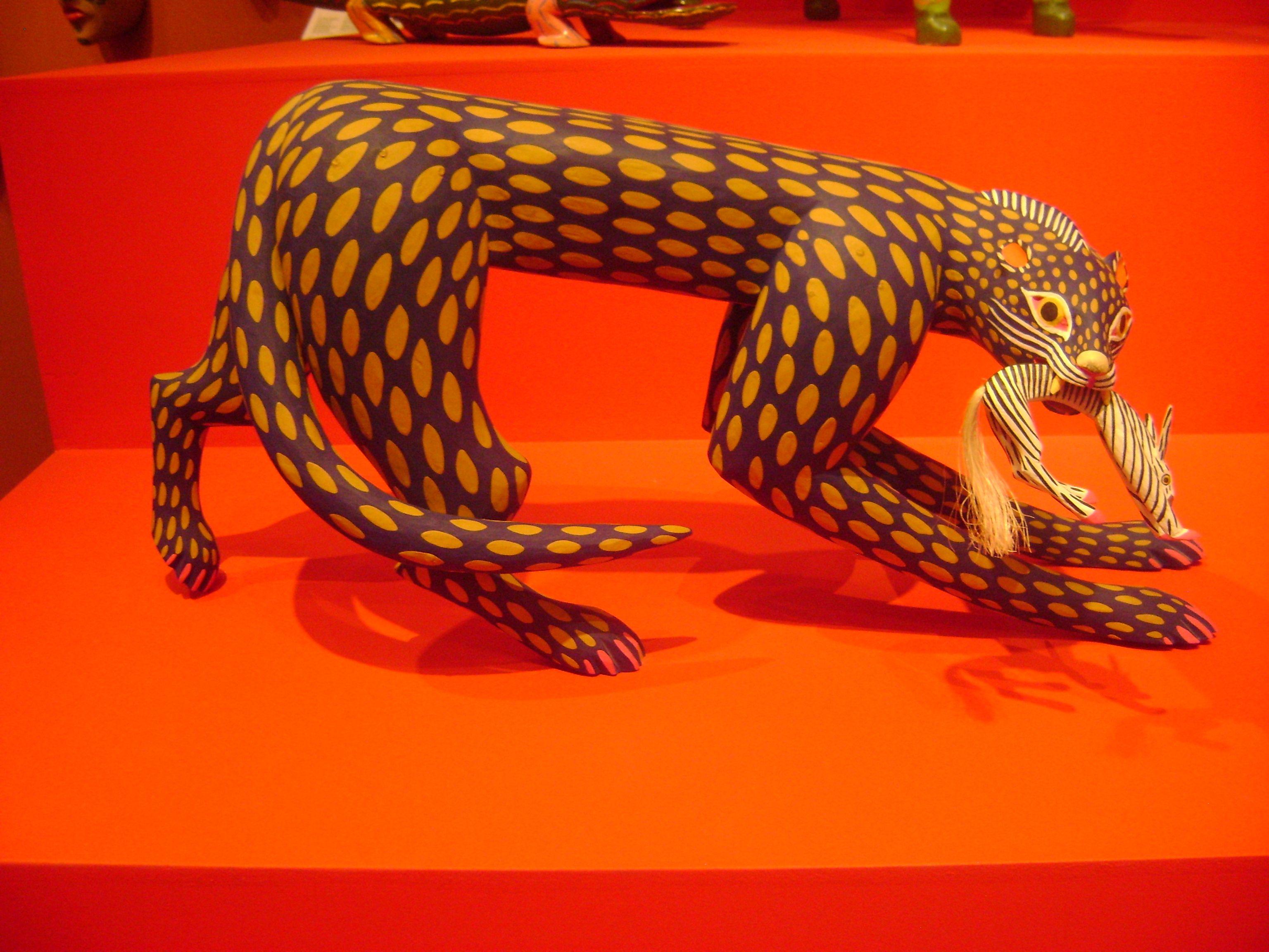 """""""Felino,1996"""" hecho por Manuel Jimenez Ramirez,esta obra esta hecha de madera cortada,tallada,ensamblada y policromada.De Mexico."""