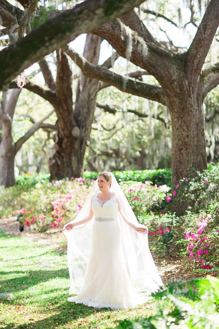 Outdoor bridal portrait pose ideas! Loved this sunny garden portrait of this gorgeous bride to be! The bright and classic photo is timeless. Love her long veil, big smile, classic wedding gown, and bun wedding day hair half up half down. | Strapless, fitted, lace, fit and flare, winter, spring, summer, fall, wedding flowers #bridalportraitposes Outdoor bridal portrait pose ideas! Loved this sunny garden portrait of this gorgeous bride to be! The bright and classic photo is timeless. Love her lon #bridalportraitposes