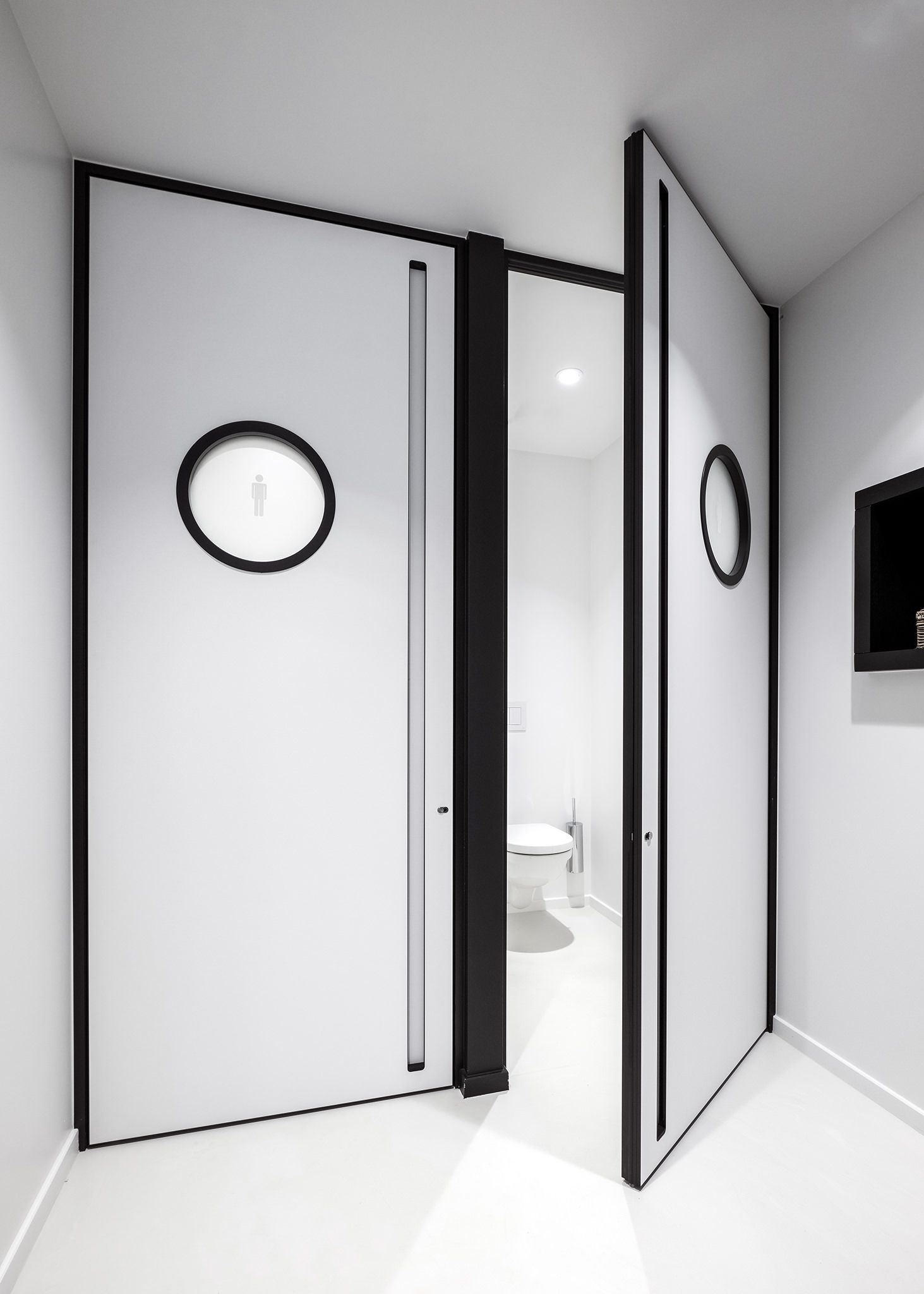 Modern white interior doors with black accents in the door frame ...