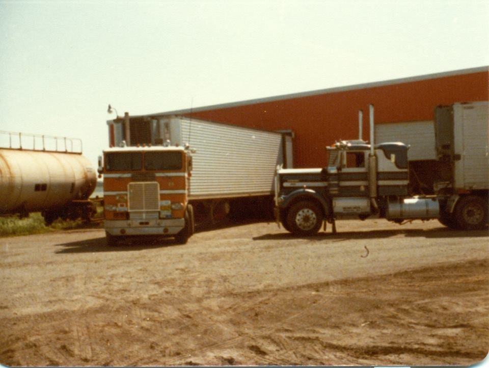 Freightliner Kw With Images Freightliner Cool Trucks Kenworth