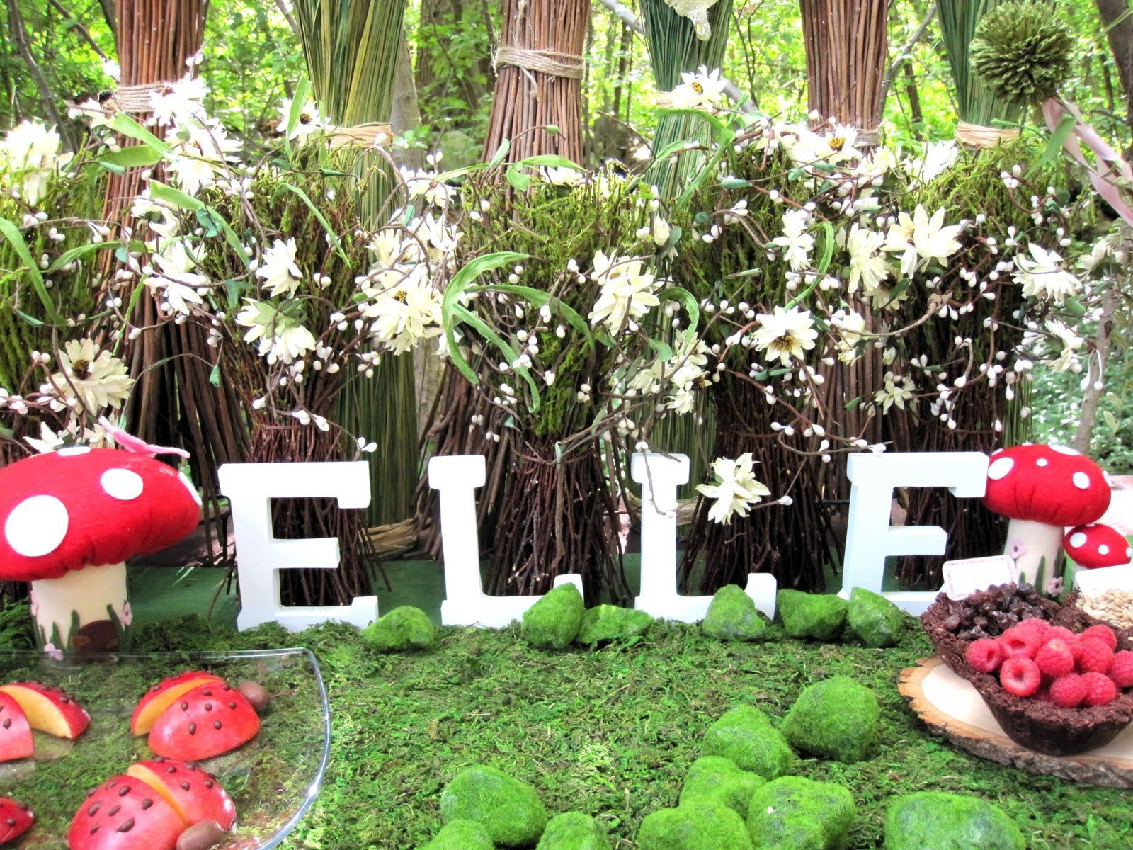 enchanted forest party decorations | ... feast on a table we ...