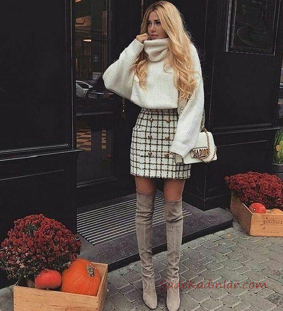 46459aa04f10e Kışlık Etek Kombinleri Krem Kısa Ekose Desenli Etek Krem Boğazlı Salaş  Kazak #skirt #outfits #rocks #fashion #falloutfits
