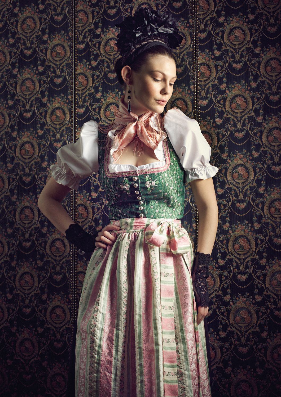 e046185e0a0963 Country Hotel Kleidung - Dirndl - Trachtenmode - Landhausmode und mehr -  Dirndl Zell am See by Sportalm Blusendirndl