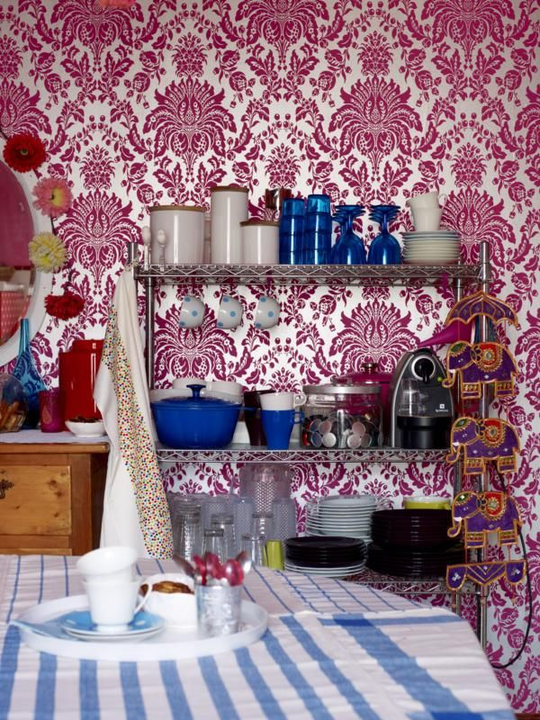 Stunning Patterned Wallpaper to Beautify Your House : Damask Wallpaper Ideas