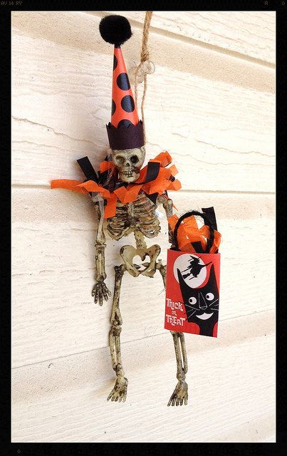 Halloween decoration A six inch skeleton is wearing a crazy party - halloween decorations skeletons