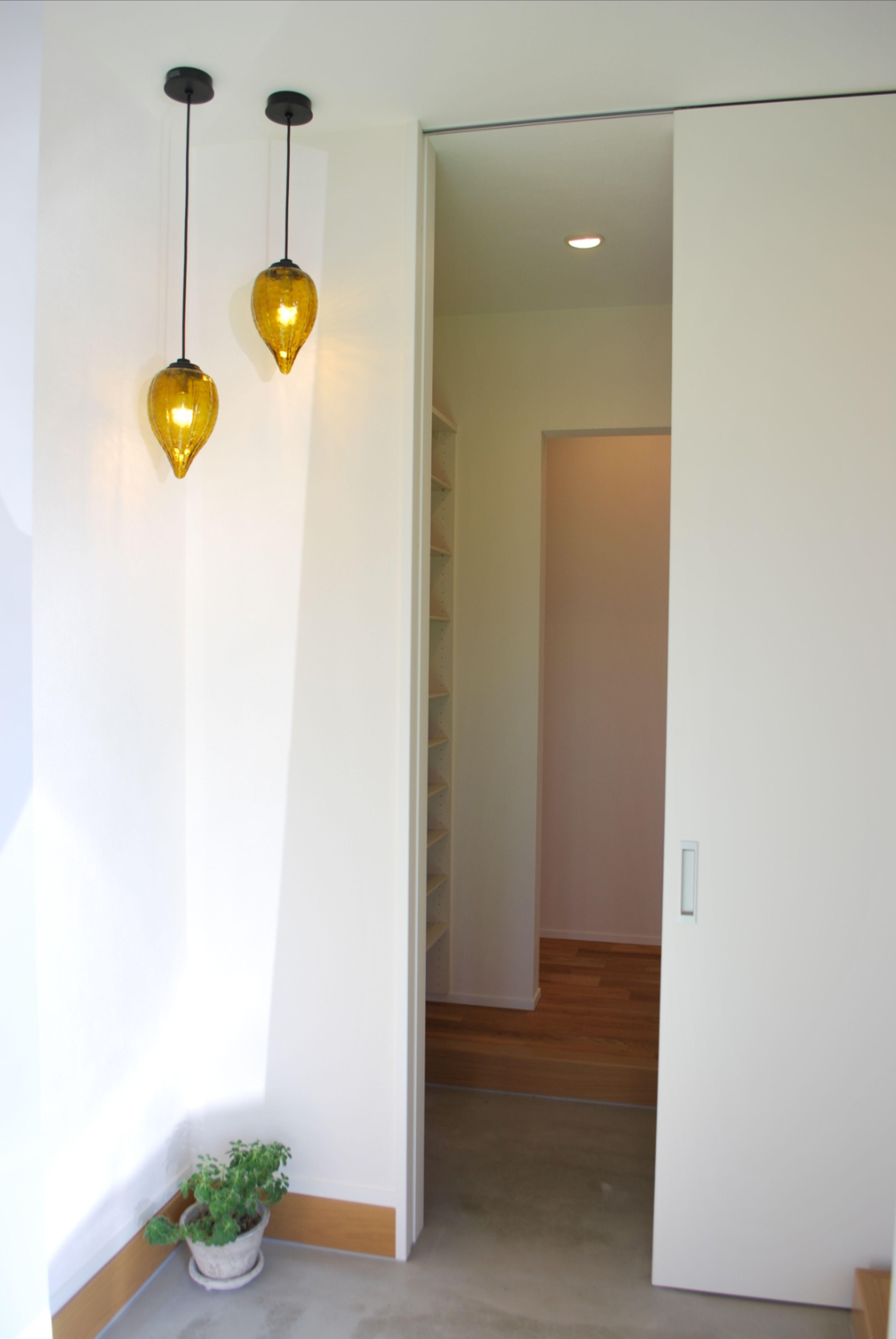 床座リビングの家 | 家, 玄関ホール 照明, 玄関