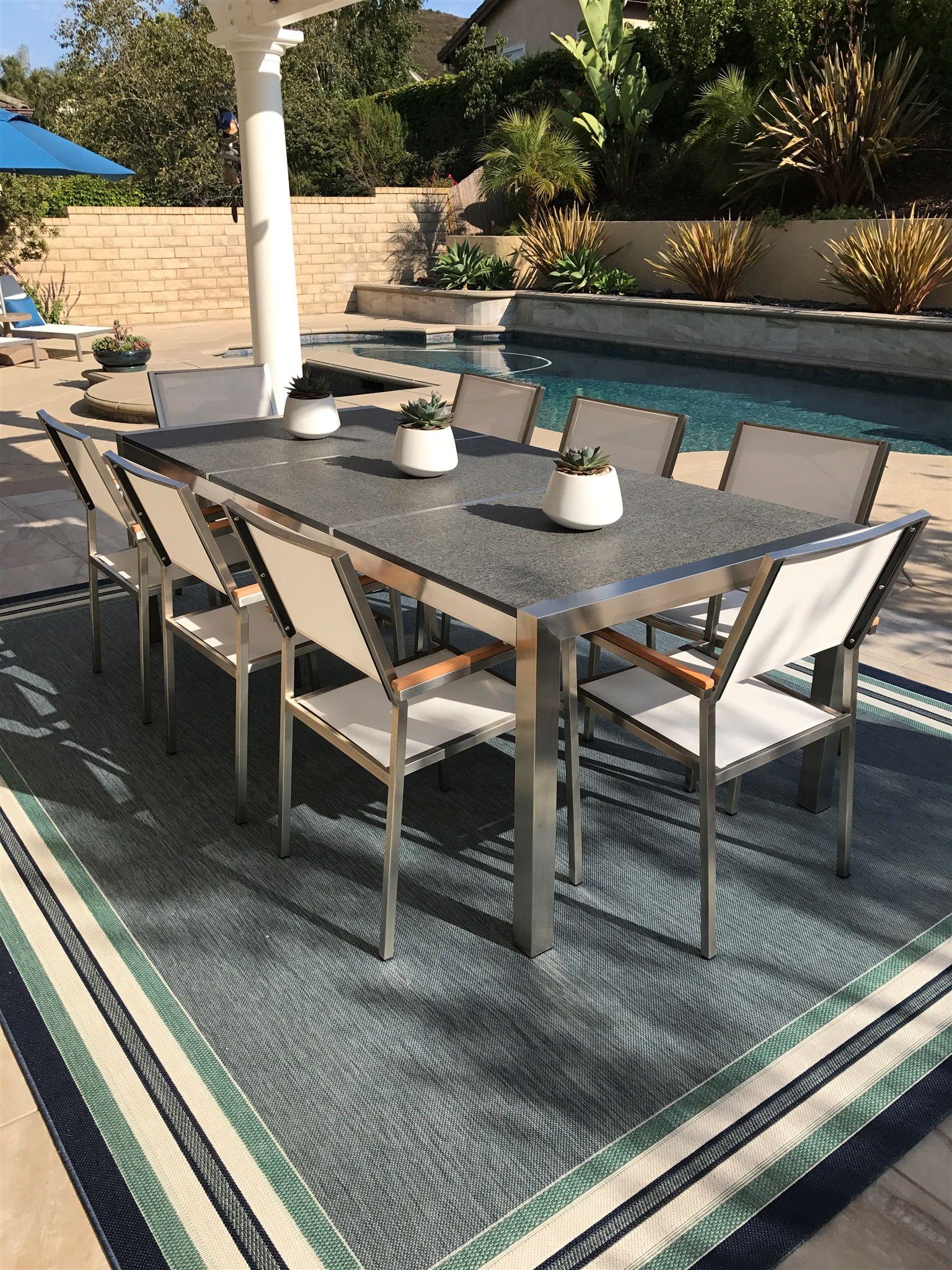 Gartentisch Und Stuhle In Elegantem Design Garten Gartenmobel Gartentisch