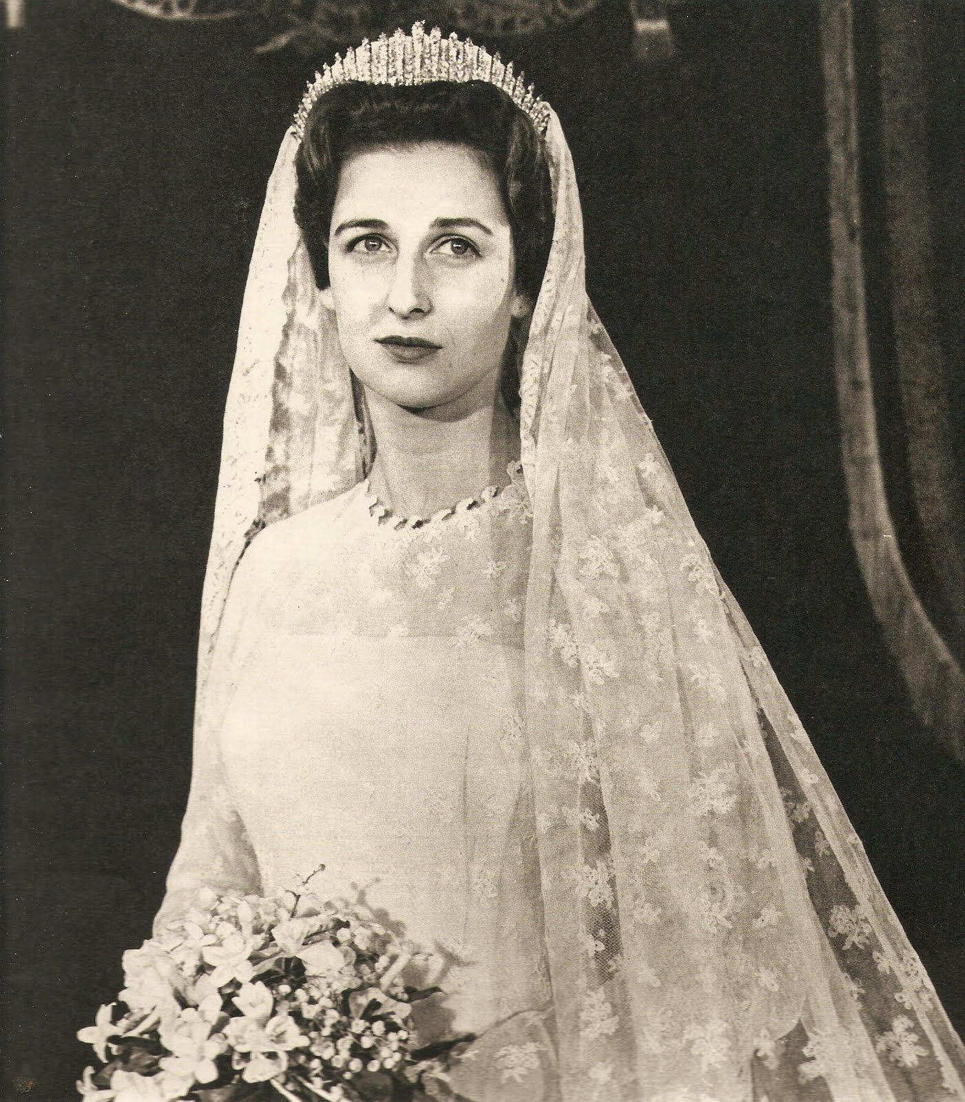 Bling Fling Royal Crowns And Tiaras Princess Alexandra Chic Vintage Bride Vintage Bride [ 1600 x 1401 Pixel ]