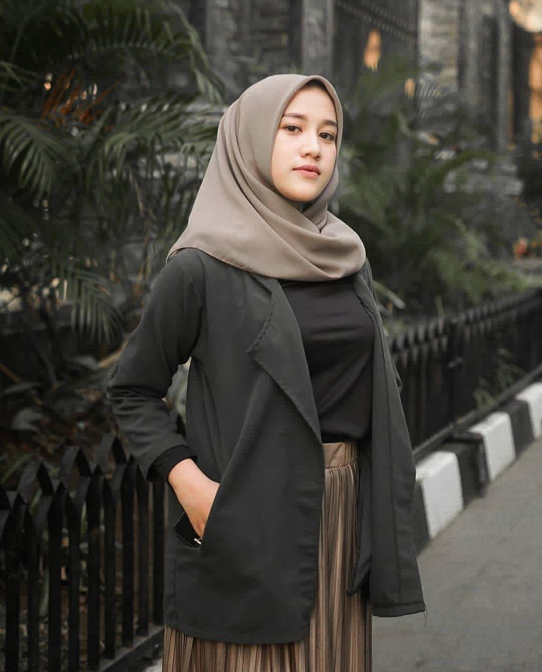Pin oleh Ancha Arts di fashion di 2020 Gaya hijab