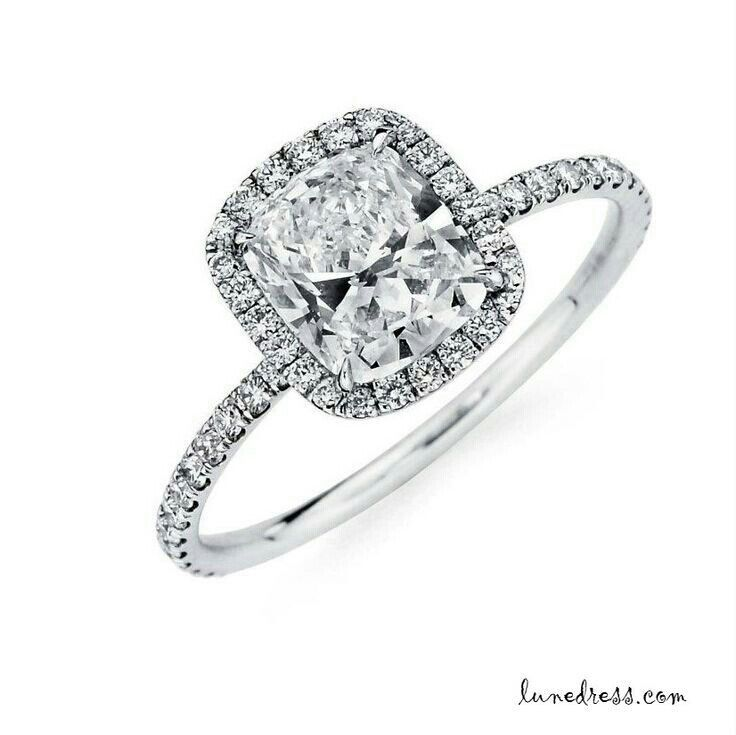 Engagement/wedding ring