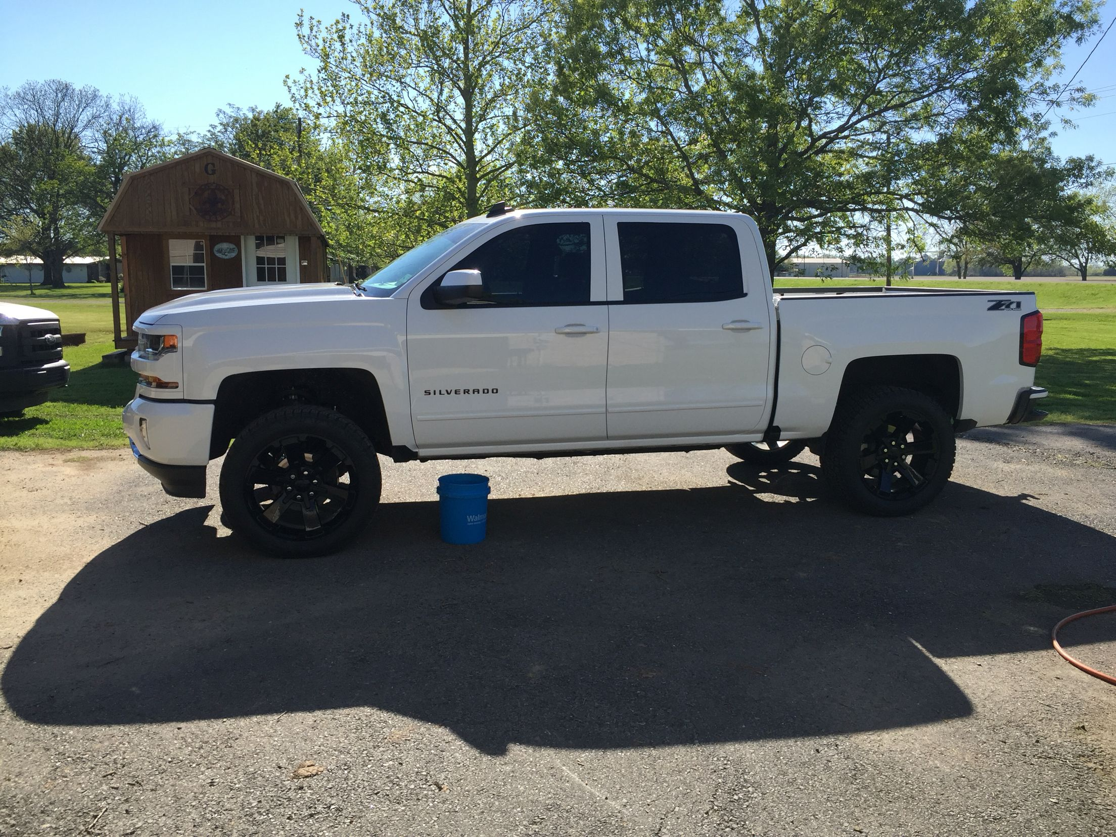 With No Running Boards 3 5 Rc Lift 33 S On 22 S Chevrolet