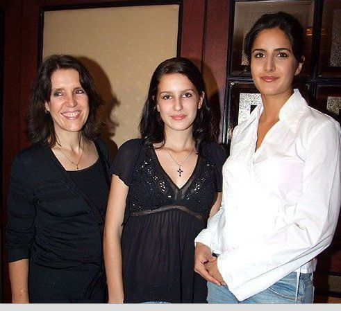 Katrina Sister Isabel And Their Mother Katrina Kaif Hot Pics Katrina Kaif Celebrity Siblings