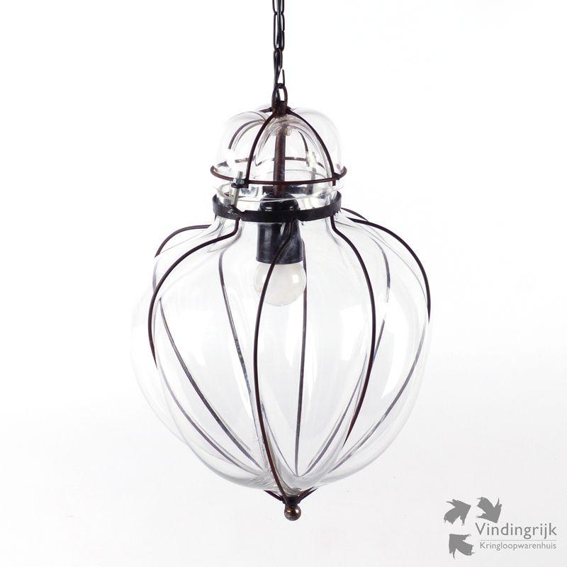 mooie grote glazen hanglamp de plafondlamp bestaat uit een