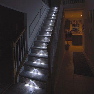 una scala illuminata con faretti led bianchi  Illuminazione Led Per Esterni ...