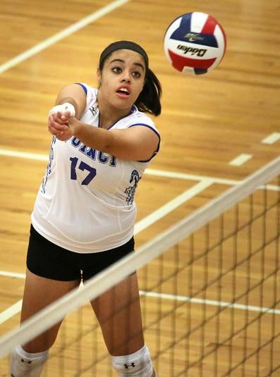 Quincy S Alysha Dunbar Sets Up A Return Against King Philip In The High School Volleyball Tournament Thu Volleyball Photos Volleyball Tournaments Sports Photos