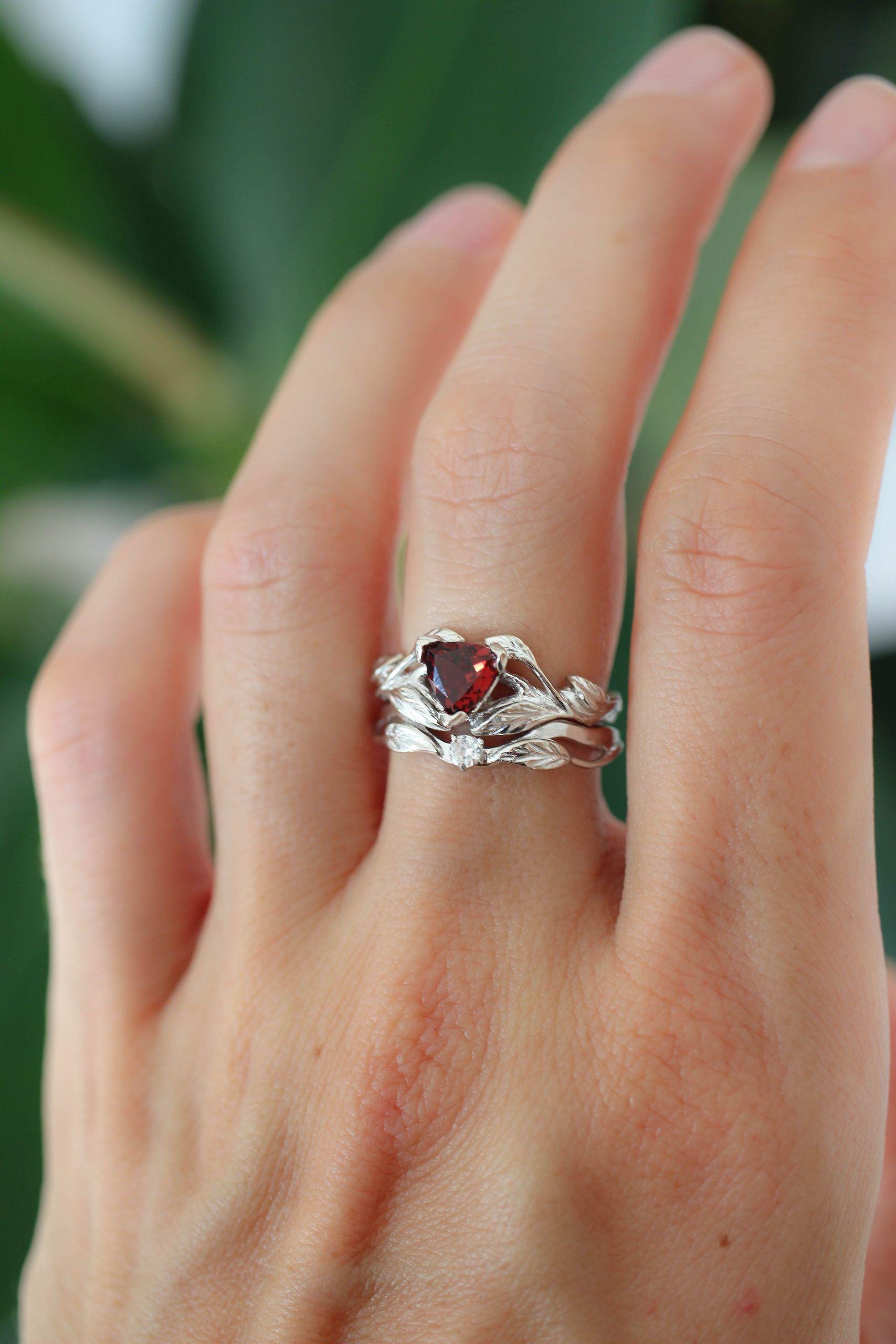 Elegant Garnet Wedding Rings In 2020 Garnet Wedding Rings Garnet Wedding Wedding Ring Designs