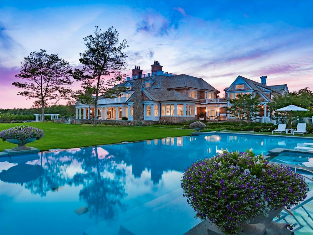 Homes In The Hamptons With The Great Guest Houses Hamptons House The Hamptons Southampton