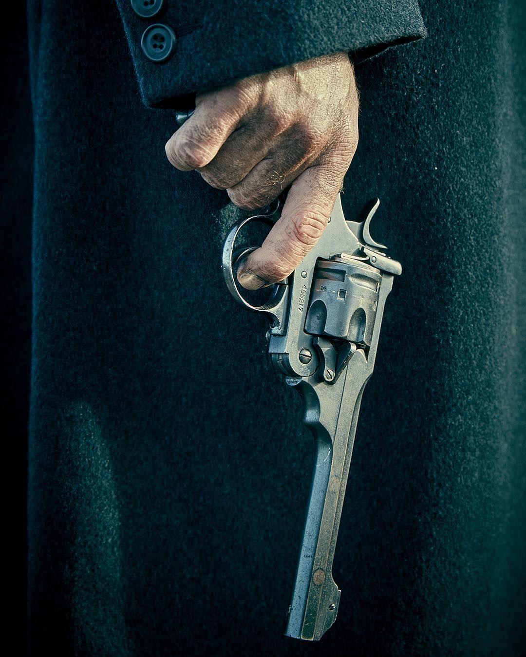 простояла картинки револьвер в руках вам вот такой