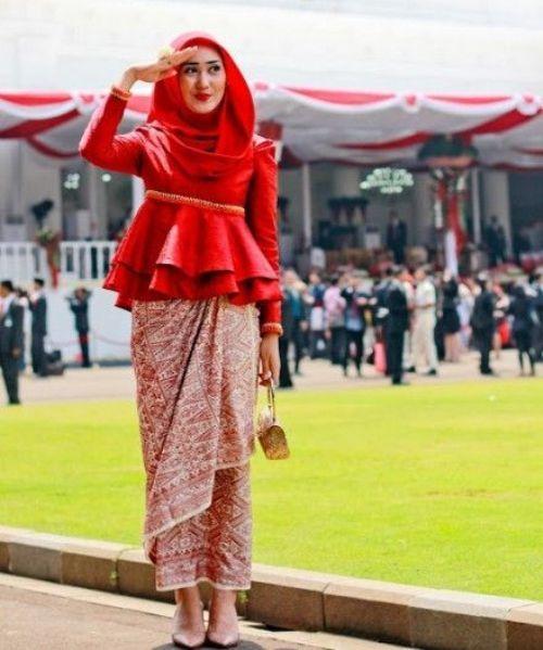 Paduan Kebaya Peplum Dan Rok Lilit Ala Dian Pelangi Batik
