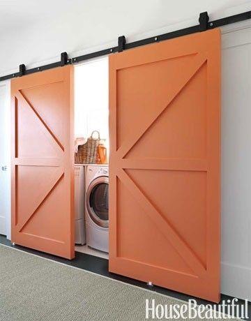 Orange Barn Doors Ruang Cuci Dapur Putih Desain