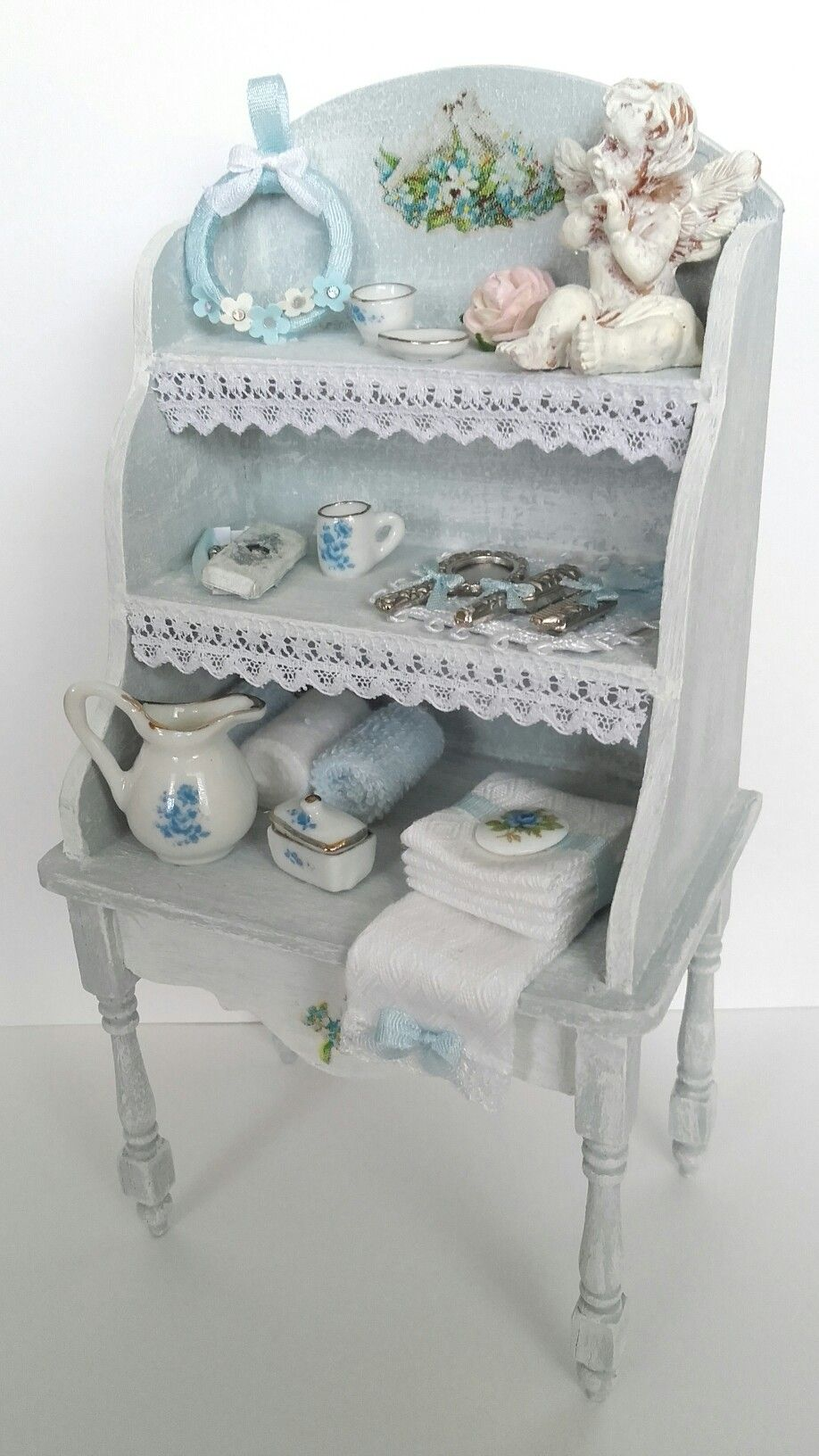 Blue dressing table made by Jolanda Knoop