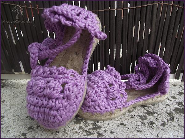 Alpargatas para bebé tejidas a mano en crochet con tejido de algodón, modelo alpargata valenciana.