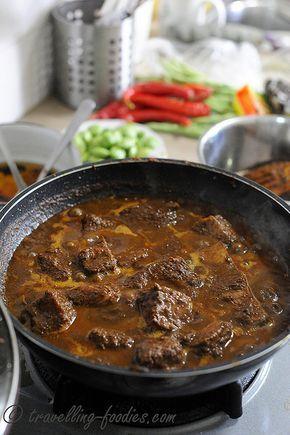 Rawon Rawon Is A Dark Richly Flavored Traditional Black Nut Aka Keluak Aka Keluwak Aka Kepayang Stewed Be Resep Daging Sapi Resep Masakan Asia Masakan Asia