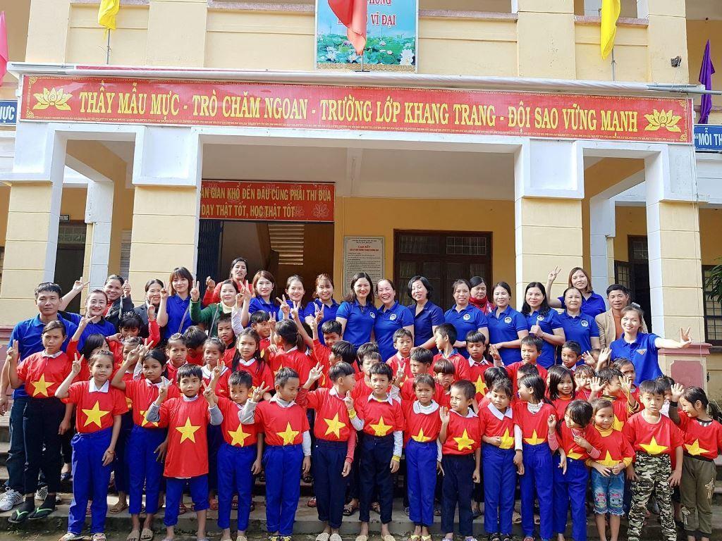Áo cờ đỏ sao vàng trường tiểu học Vĩnh Thủy - Hình 2