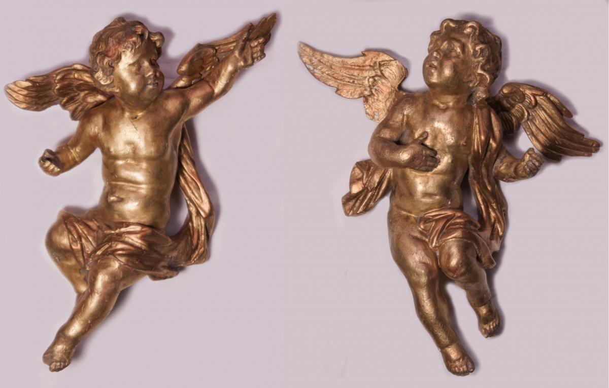 Paire D Anges En Bois Dore Xviii Eme Siecle La Sculpture