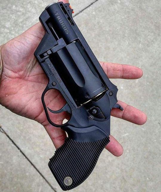 Taurus Public Defender Polymer 45 Colt / 410 Gauge