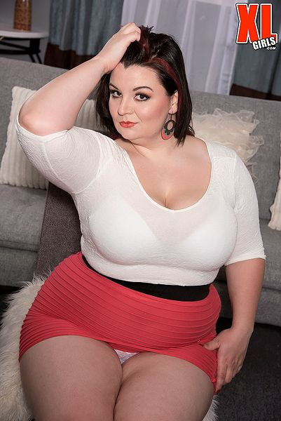 Bbw gags and shows body