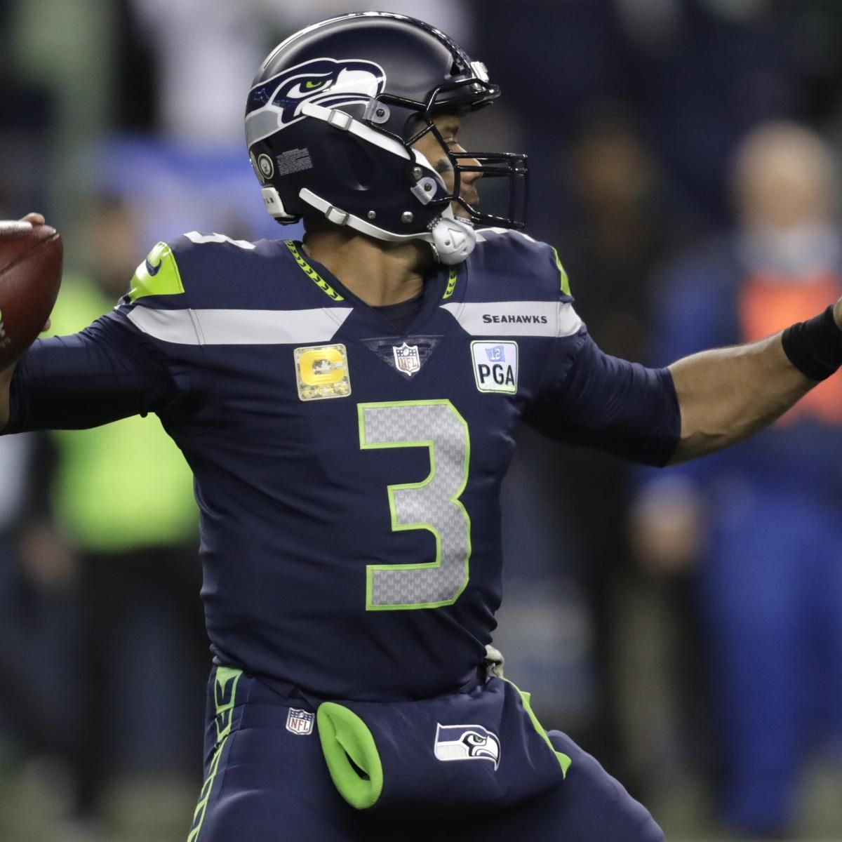 Russell Wilson Seahawks Beat Aaron Rodgers Packers To Keep Playoff Hopes Alive Russell Wilson Wilson Seahawks Seahawks