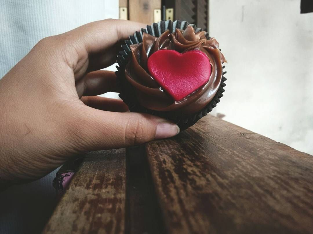 Good Sunday  Presentinho de Boas Vindas da Ágape Church  BoutiCake #agapechurch #loveoftravel  #cupcake #photooftheday #gooday #goodsunday #bolinho #tumblrgirl #l4l #food #foodporn  #foodpics #lovefood #bouticakehouse #valentineday by masoq_pkna