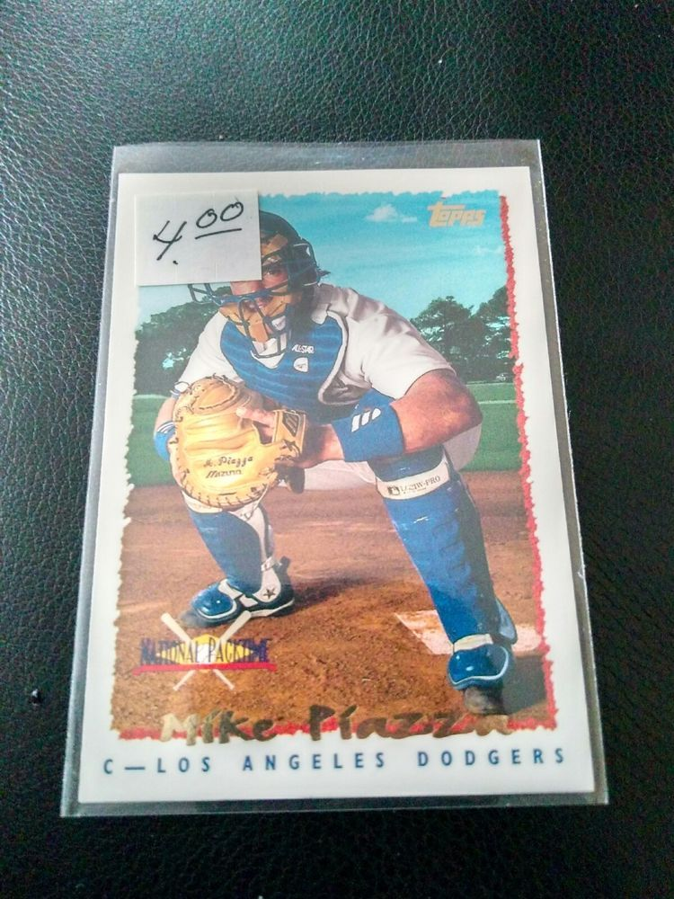 1995 Topps Baseball Card Mike Piazza Los Angeles Dodgers