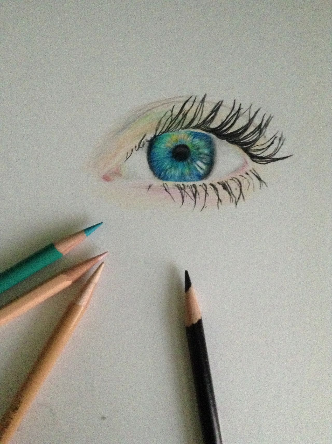 Faire son regard au crayon...