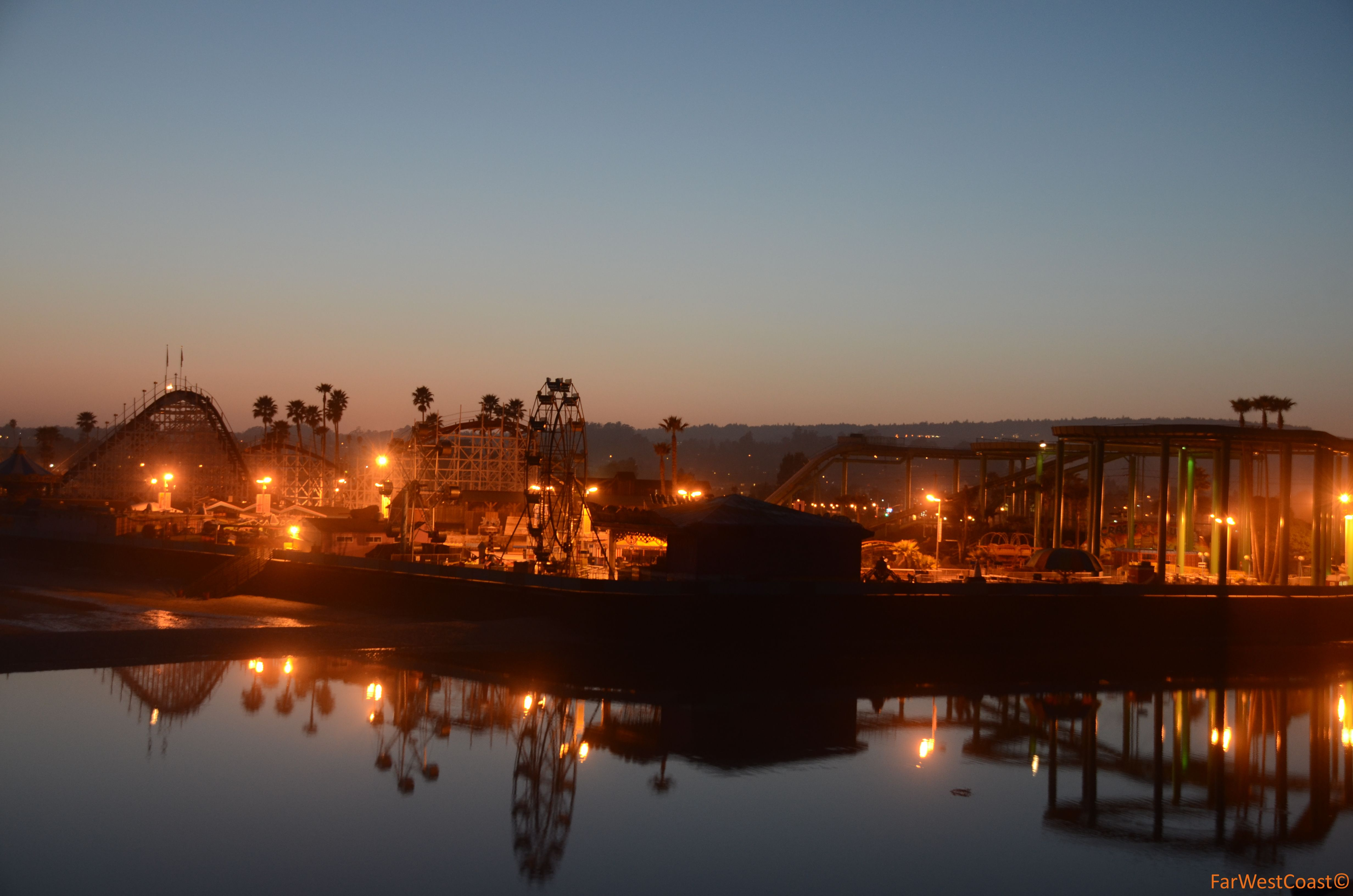 Santa Cruz, c\'est beau la nuit (aussi), ça brille ! #Boardwalk ...