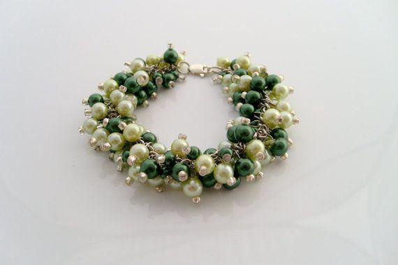 emerald green pearl bracelet by xxyz on Etsy