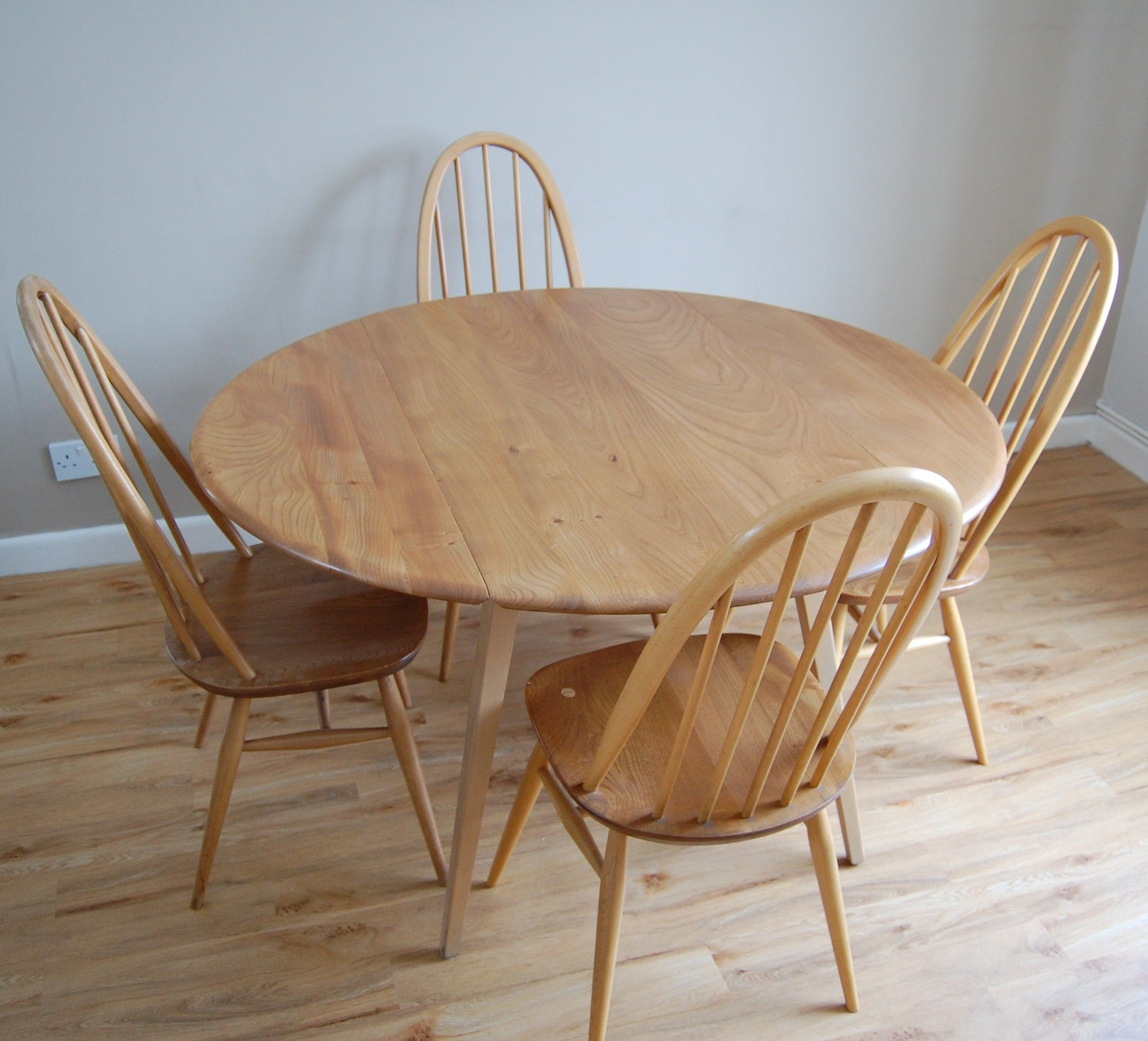 Vintage retro ercol drop leaf round dining kitchen table ebay - Round Ercol Drop Leaf Table