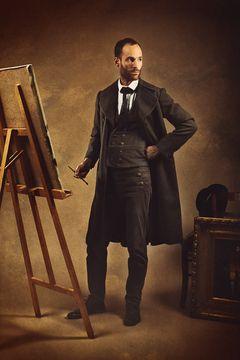 Le costume du peintre XIXe siècle avec sa redingote est disponible à la  location. ad902197aee