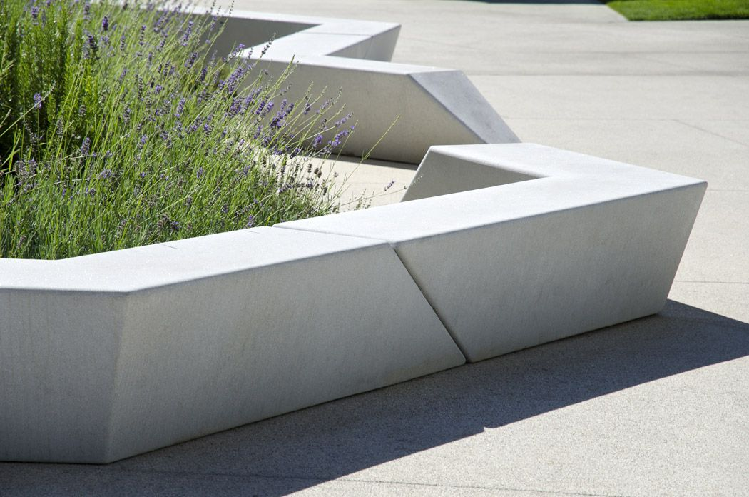 Concrete bench exp architectes antoine chassagnol for Urban furniture