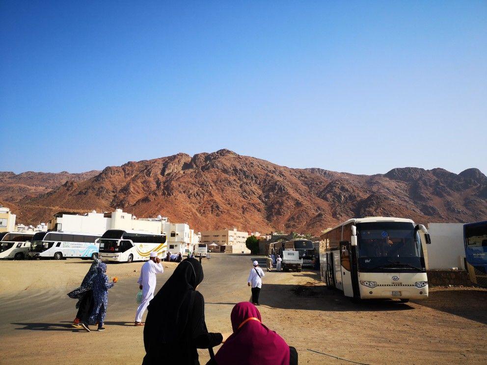 Jabal Uhud Salah Satu Bukit Yang Akan Ada Di Syurga Scenes Street View Places